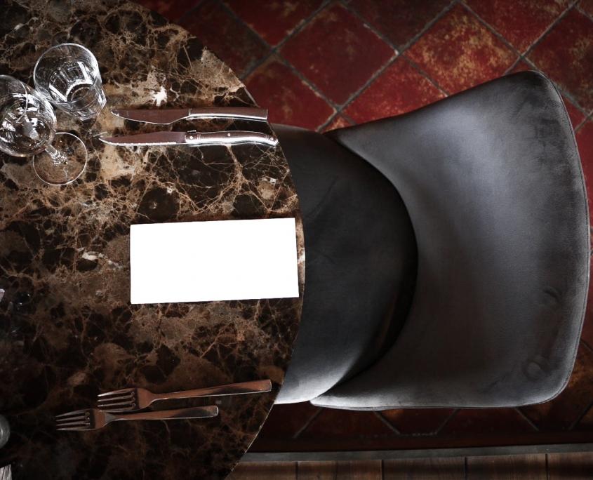 Marmer tafel in Restaurant Mucha